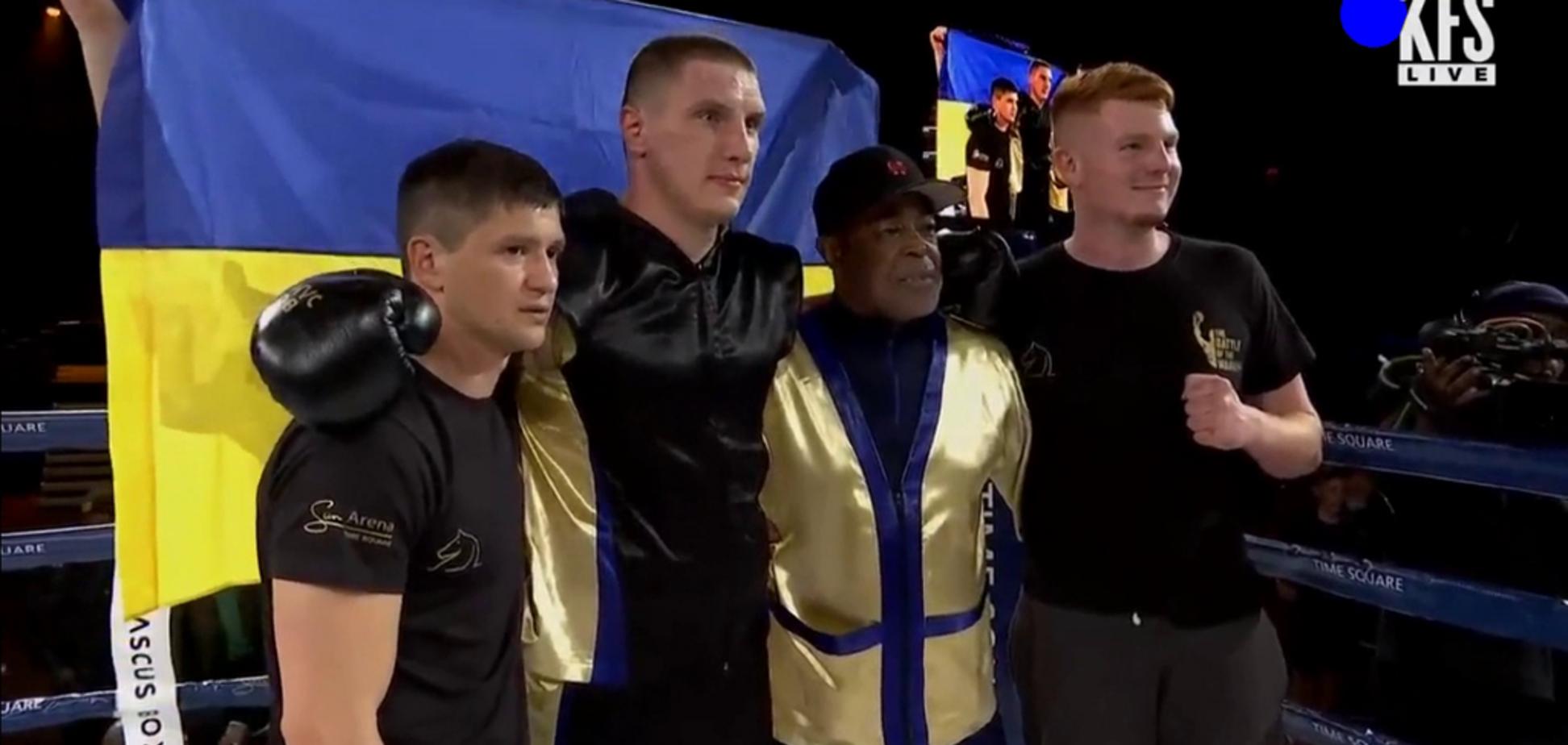 Украинский боксер-чемпион добыл победу, отправив соперника в тяжелый нокаут