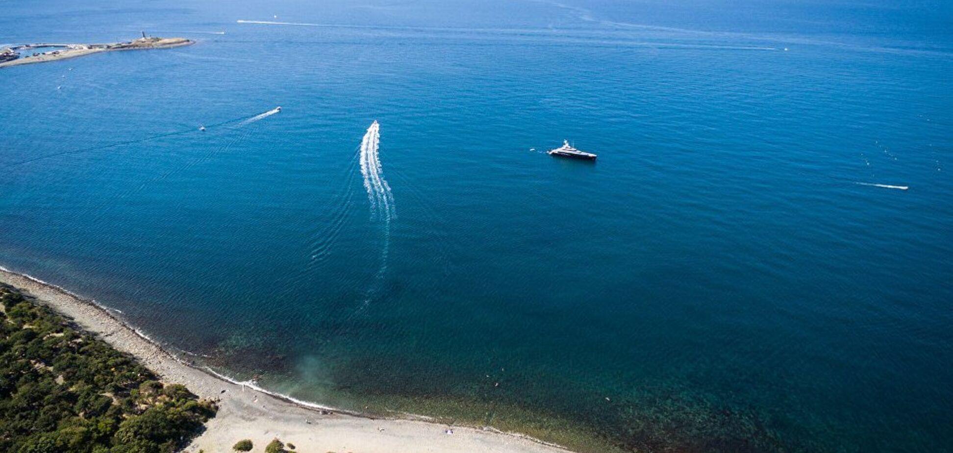 Вода в Черном море резко изменила цвет: фотофакт