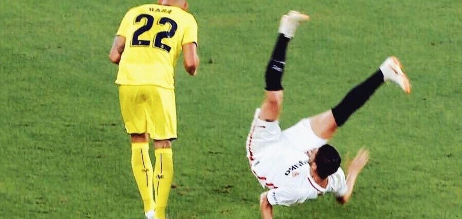 'Ампутировать': футболист прыгнул за мячом и получил кошмарный перелом