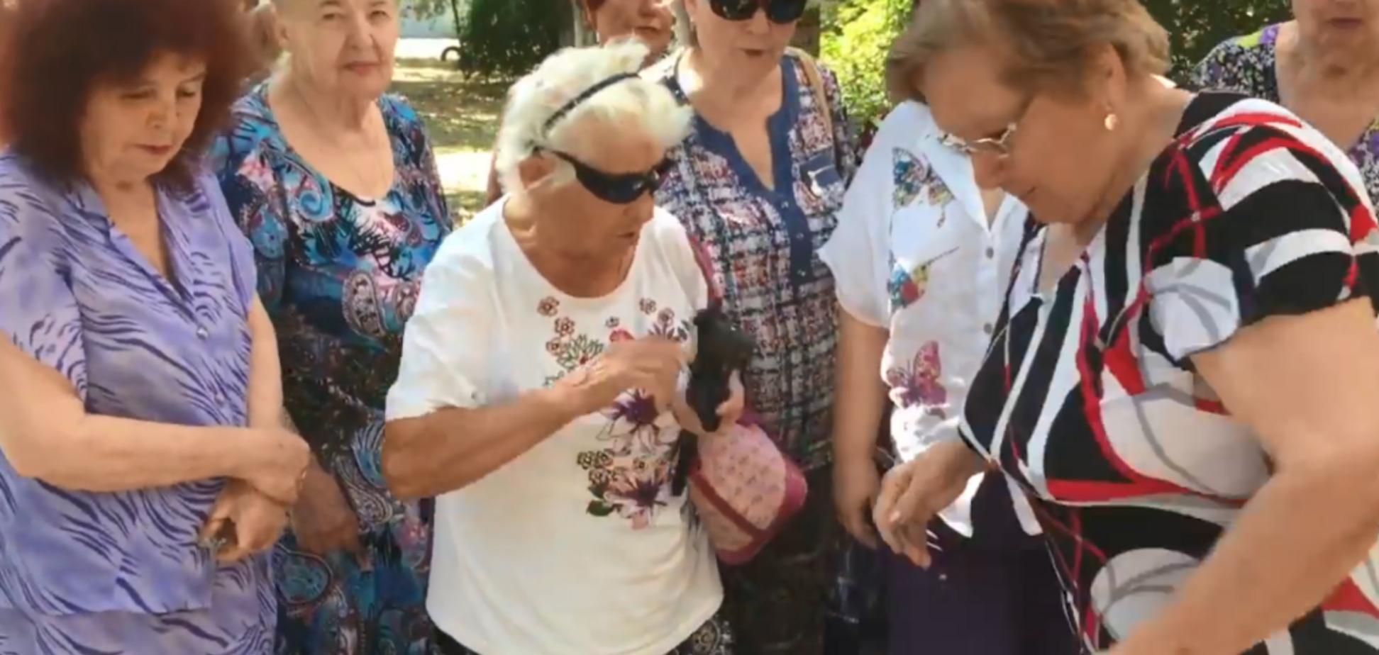 'Будем бомбить': бабушки Путина обескуражили айфонной 'войной' против США