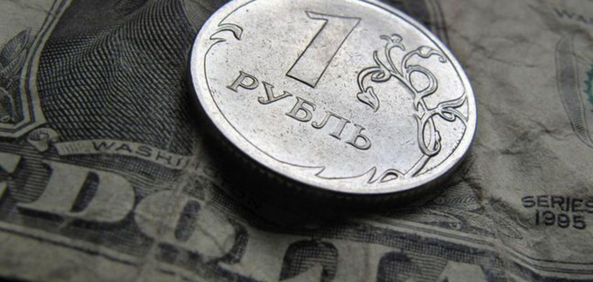 Санкции добили рубль: российская валюта пробила очередную отметку