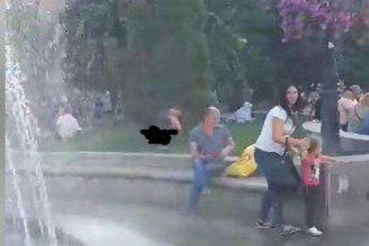 Видео розыгрыш девушка без трусов в поезде, минет от чичолины