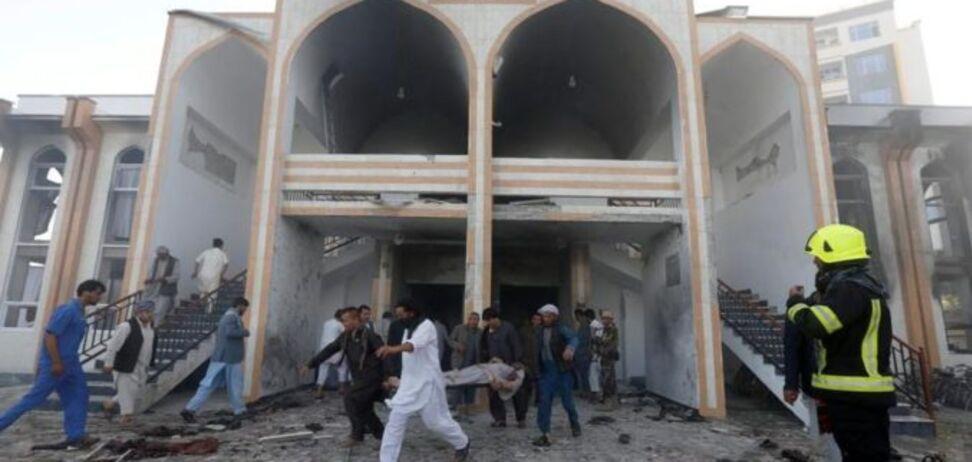 В Афганистане смертник атаковал мечеть: десятки погибших и раненых