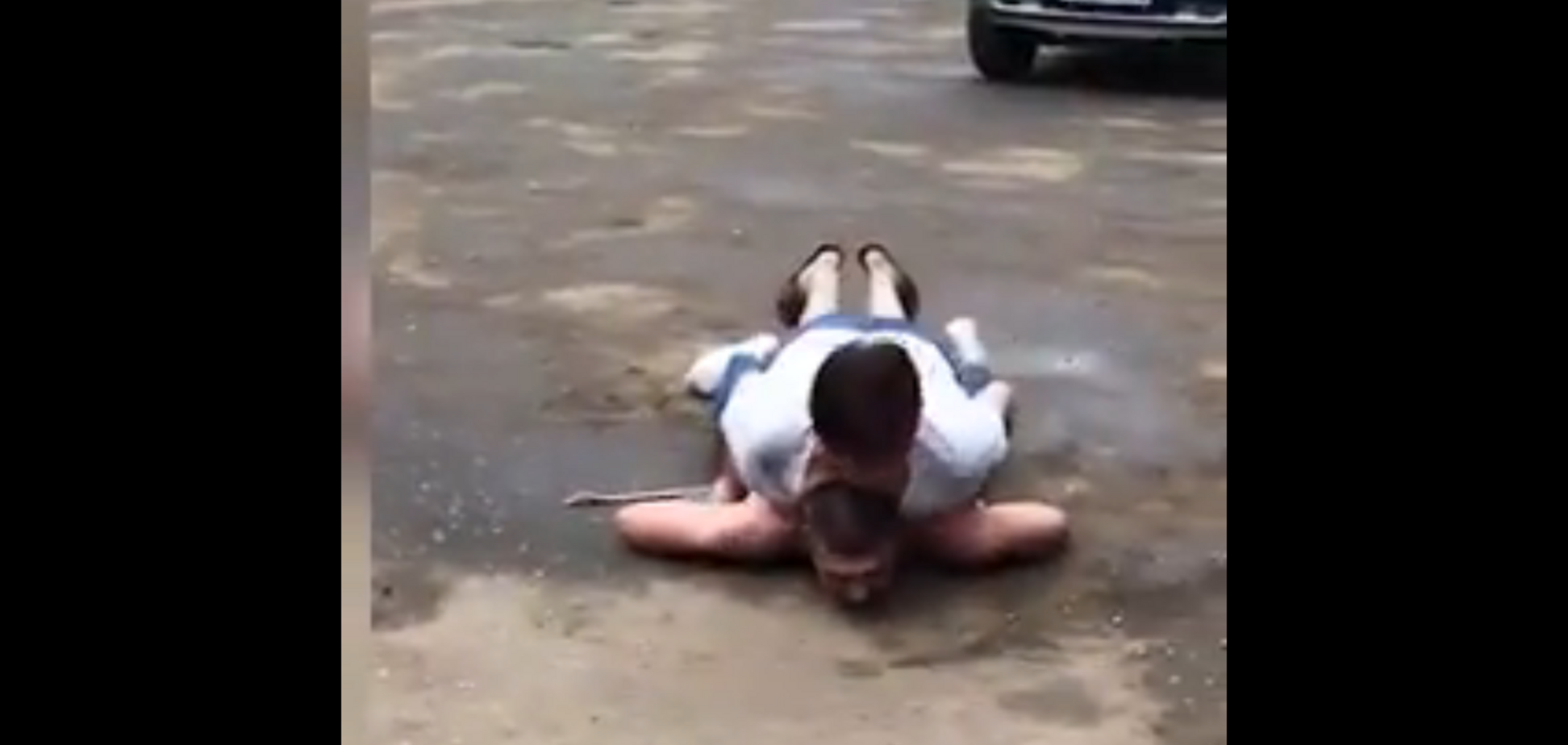 'Вона його зжере' У Росії жінка затримала і принизила злодія