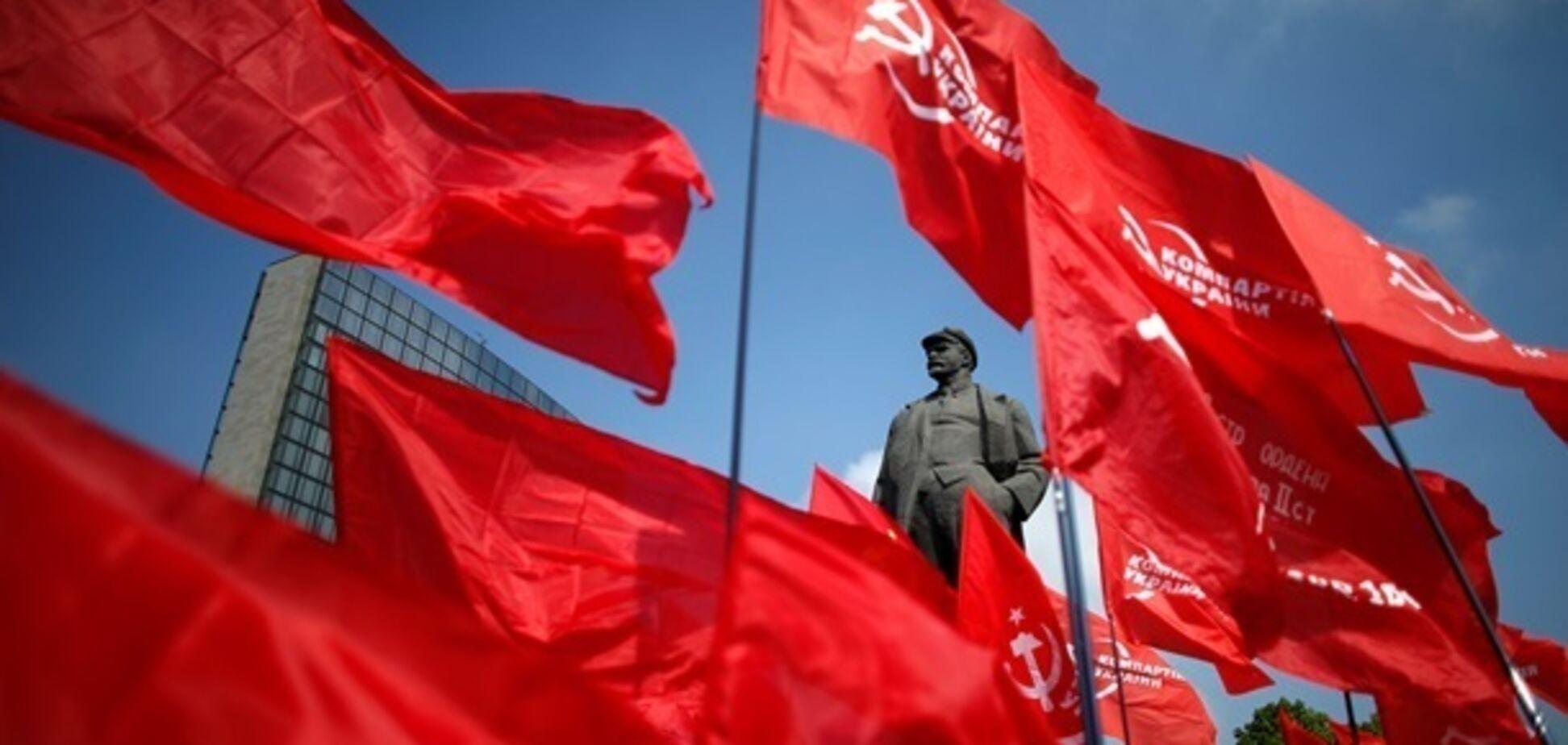 'Запрещенная' КПУ официально действует в Украине: названа причина