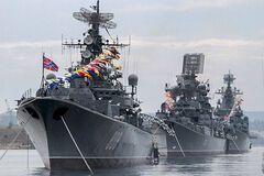 Ситуация критическая: Россия массово перебрасывает флот на Азовское море