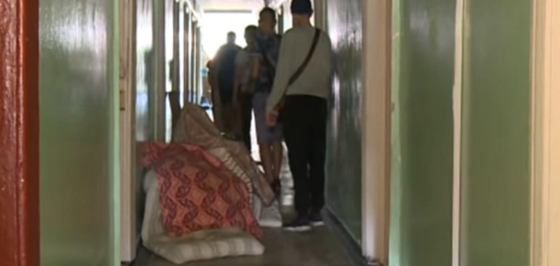 Тараканы и разбитые окна: СМИ показали жуть в общежитии известного в Украине вуза