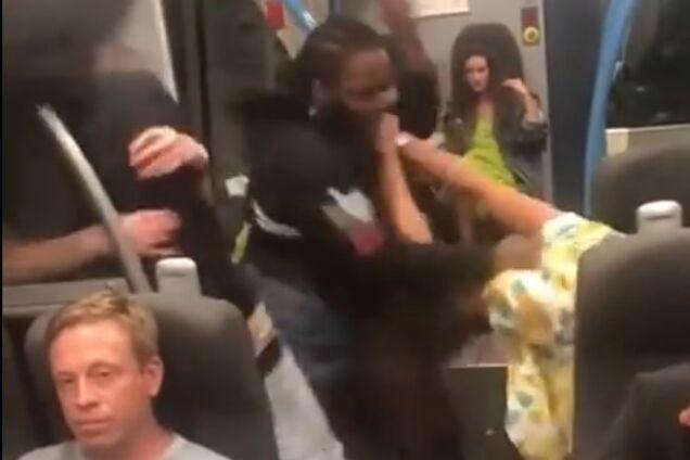 В британском поезде произошла массовая драка: причина удивила сеть
