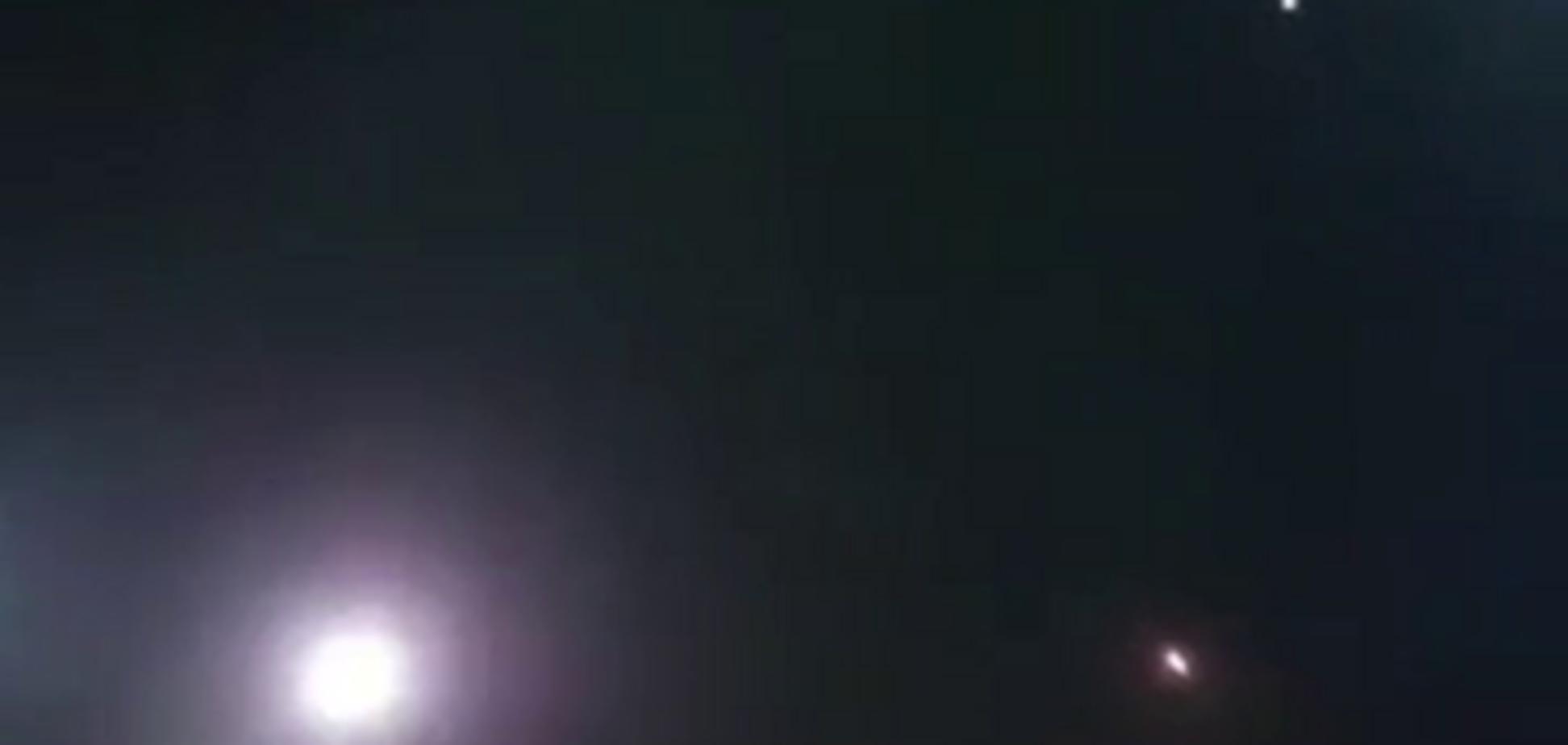 Ракетный залп во время футбольного матча попал на видео