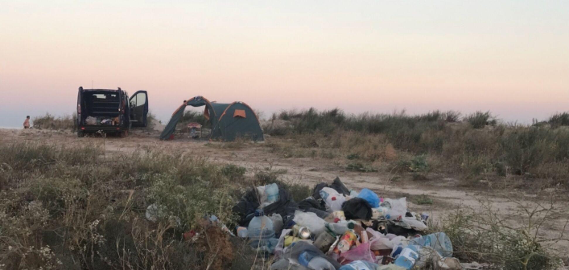 Мусорная свалка: появились фото уничтоженного туристами курорта под Запорожьем