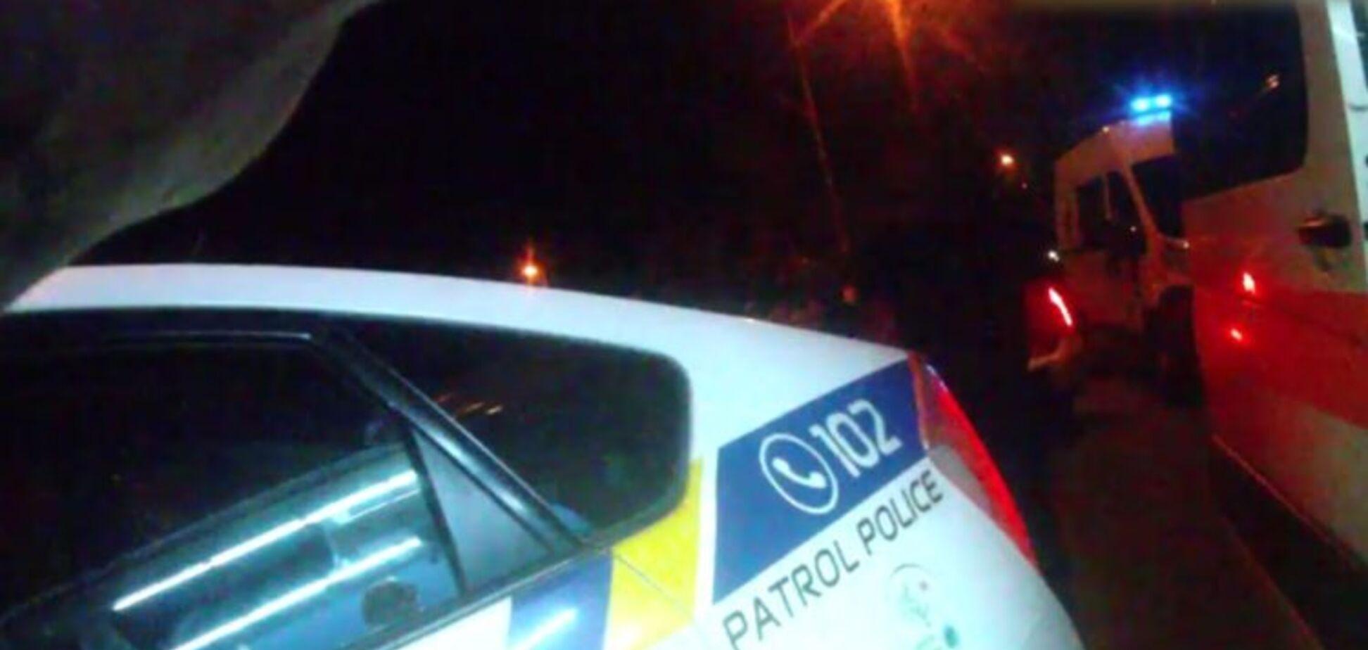 В Запорожье девушка на чужом автомобиле врезалась в машину с полицейскими и сбила пешеходов (ВИДЕО)