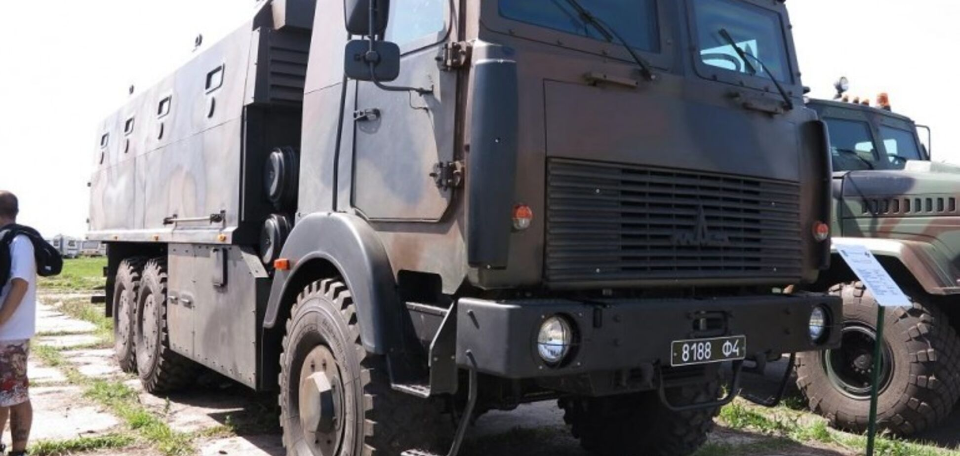 Беларусь помогла Украине наладить производство военных грузовиков