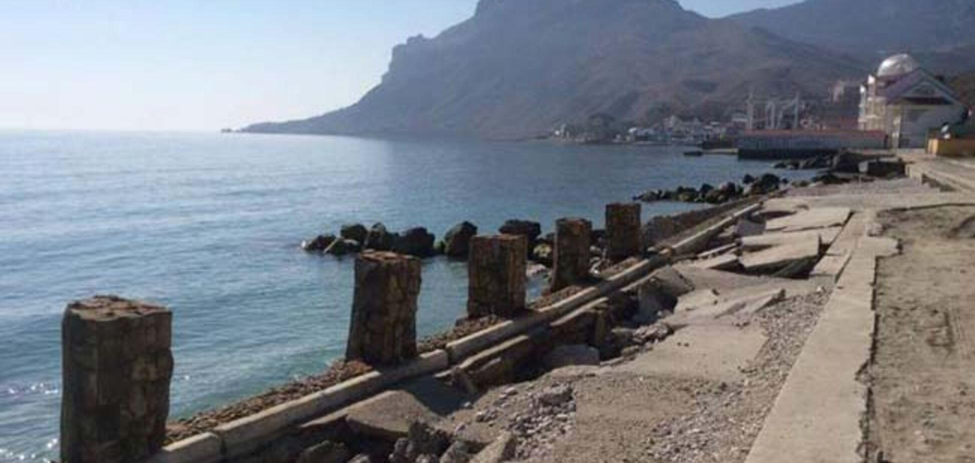 'Брошенные кафе и разруха': журналисты показали популярный курорт Крыма