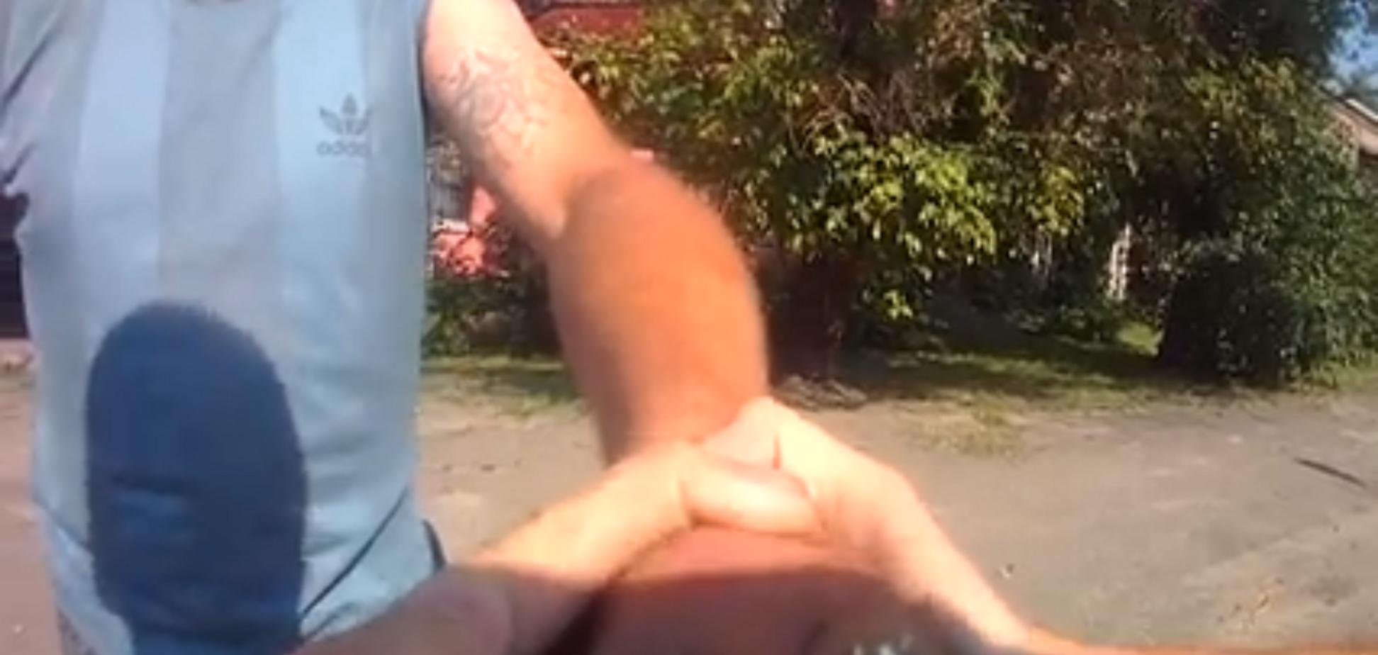 Тримай гранату міцно: з'явилося відео героїчного вчинку копа в Дніпрі