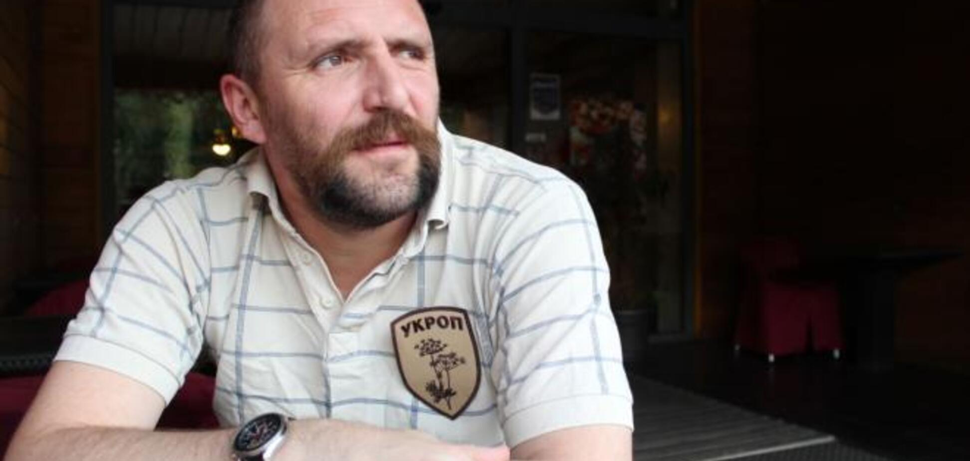 Шеврон вне политики: художник рассказал, как договорился с Корбаном о лого для УКРОП
