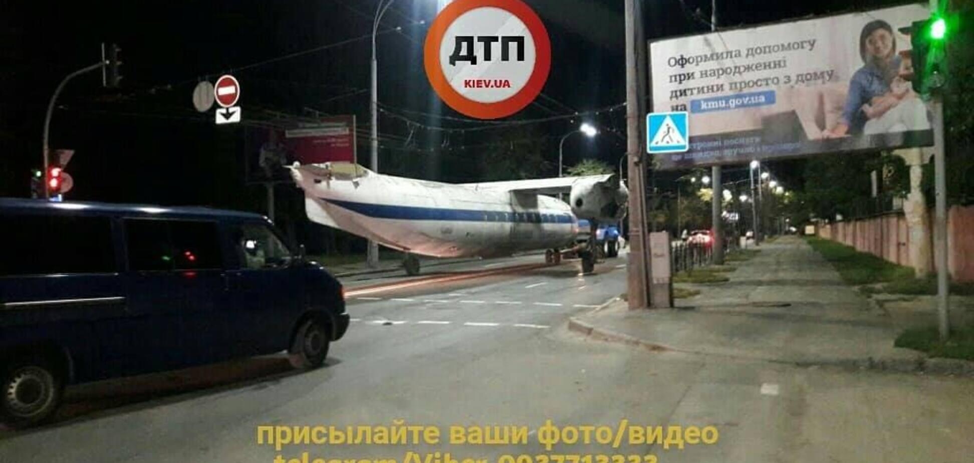 Ночью по Киеву катался самолет: как это было