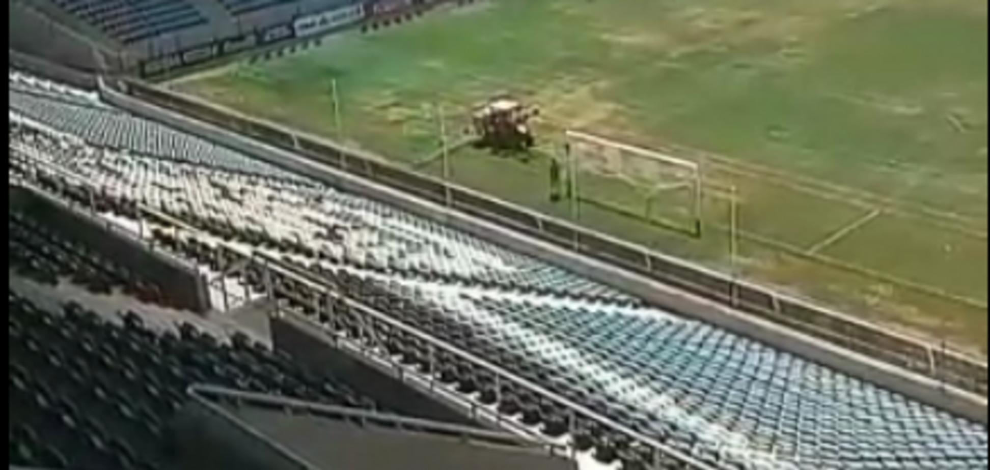 В Одесі своєрідно готують поле до матчу ЛЄ 'Маріуполь' - 'Бордо'