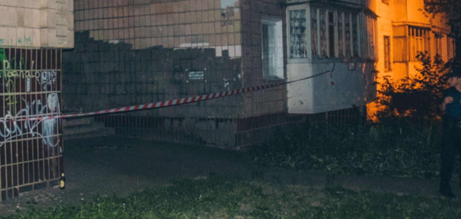 У спальному районі Києва знайшли повішену жінку: фото 18+
