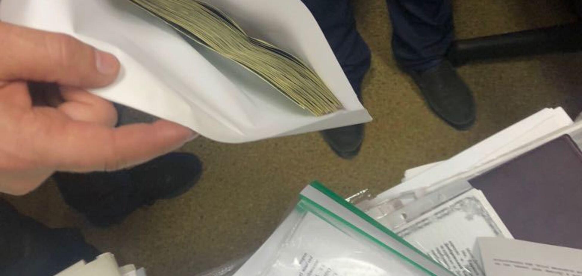 Помогала с землей: в Днепре депутат погорела на взятке в $12 тысяч