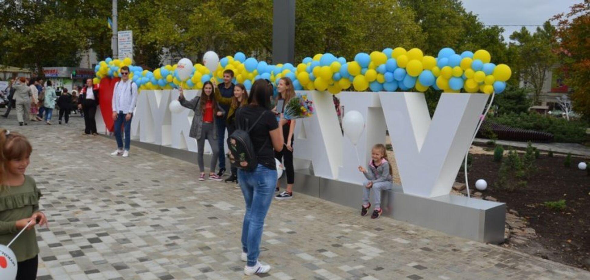 В Миколаєві зіпсували новий знак: знайшлося відео хуліганства