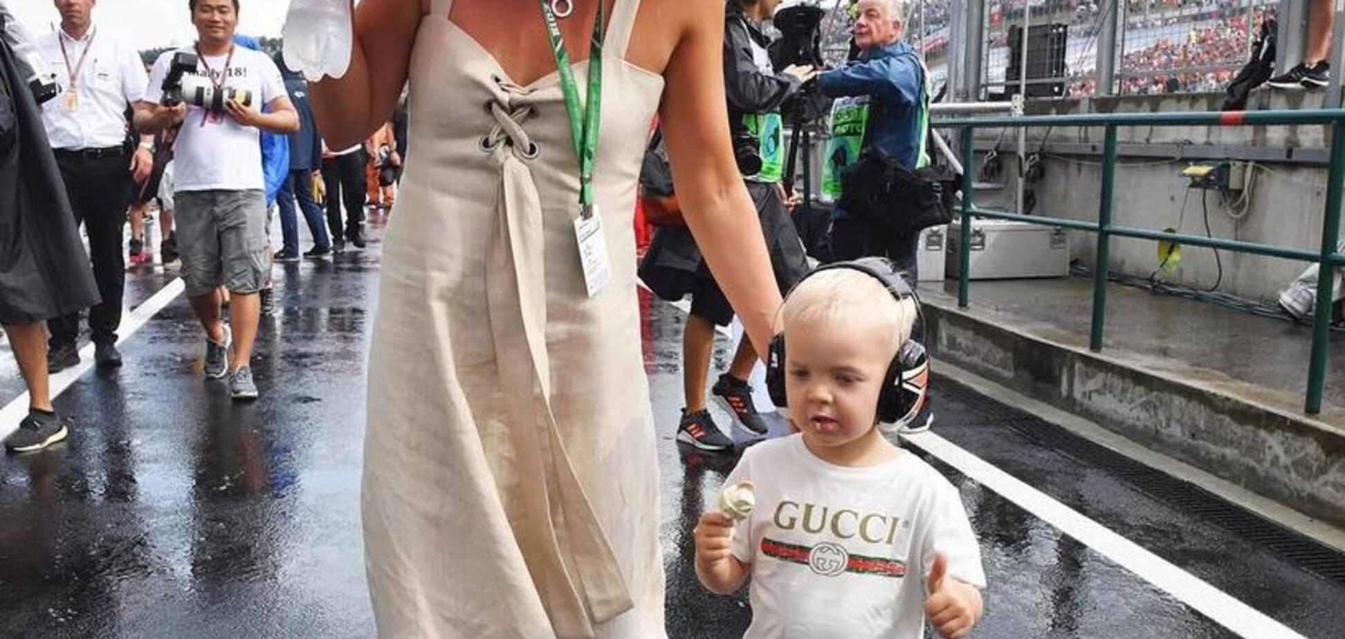 Дочка чемпіона Формули-1 оригінально використала унікальний трофей батька