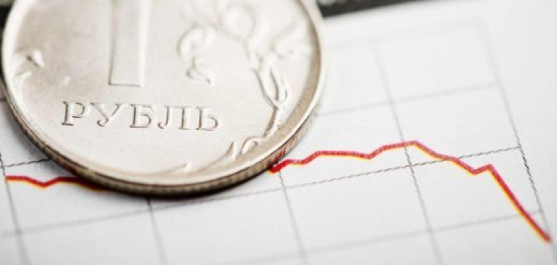 Рубль руйнується: дали прогноз щодо нового обвалу