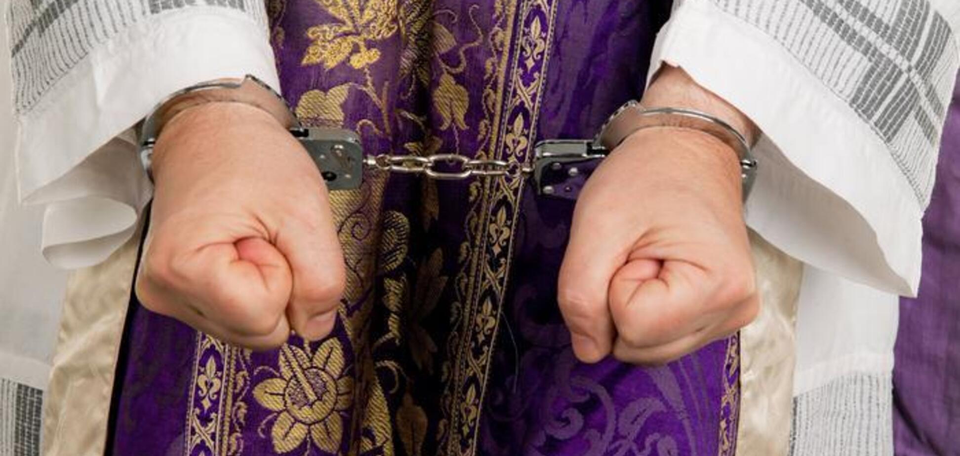 Священники изнасиловали тысячи детей: в Германии разгорелся грандиозный скандал