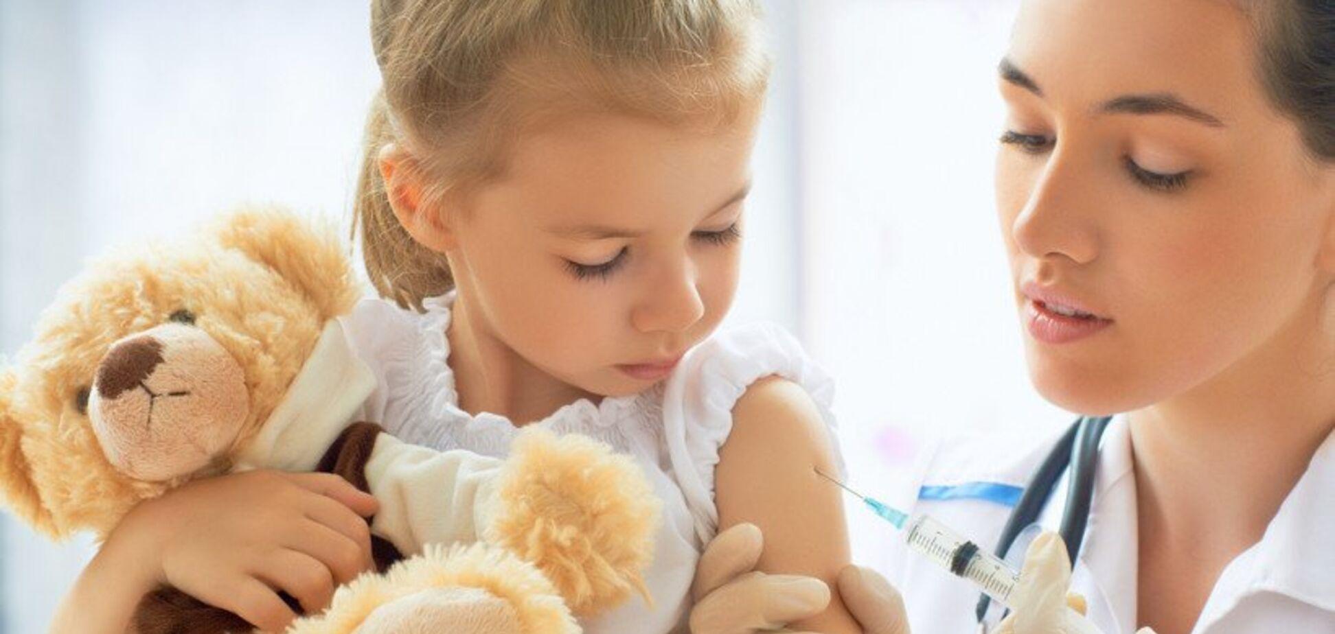 Обов'язкова вакцинація дітей: українці оцінили нововведення