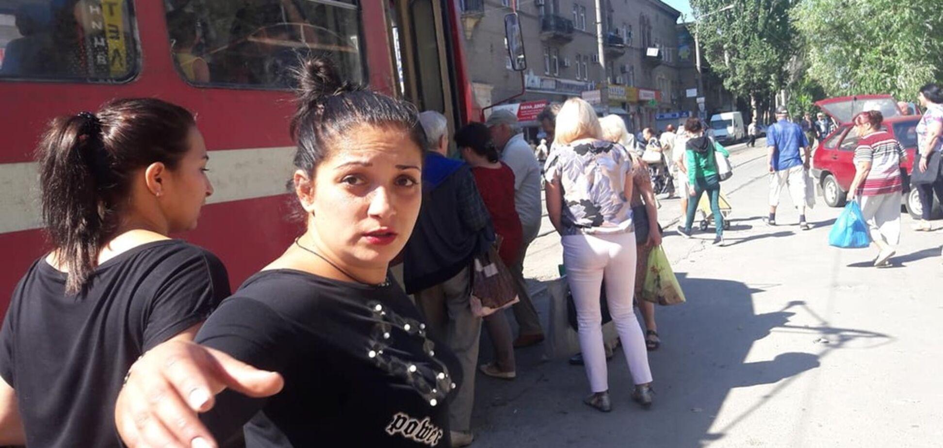 ''Погань у чорному'': в Запоріжжі скандал через напад на жінку