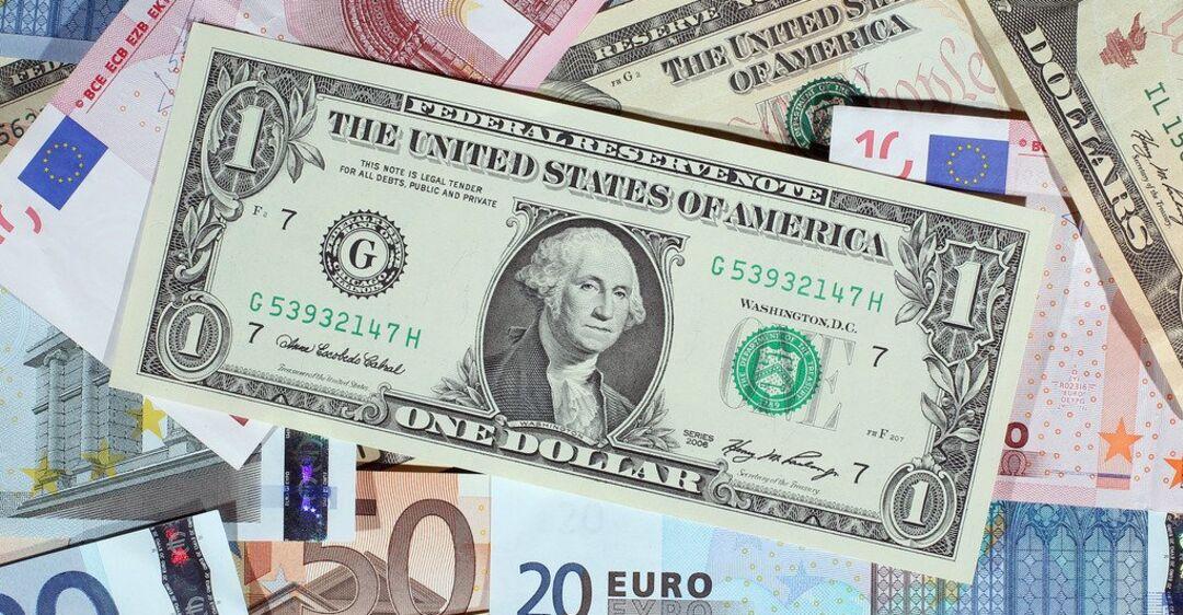 Картинки по запросу Традиційний обмін валюти проти онлайн