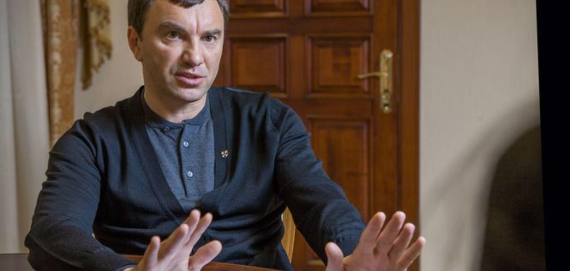 Фіктивне розлучення і ''скелети'' у декларації: як заступник голови ''Народного фронту'' наплював на закон