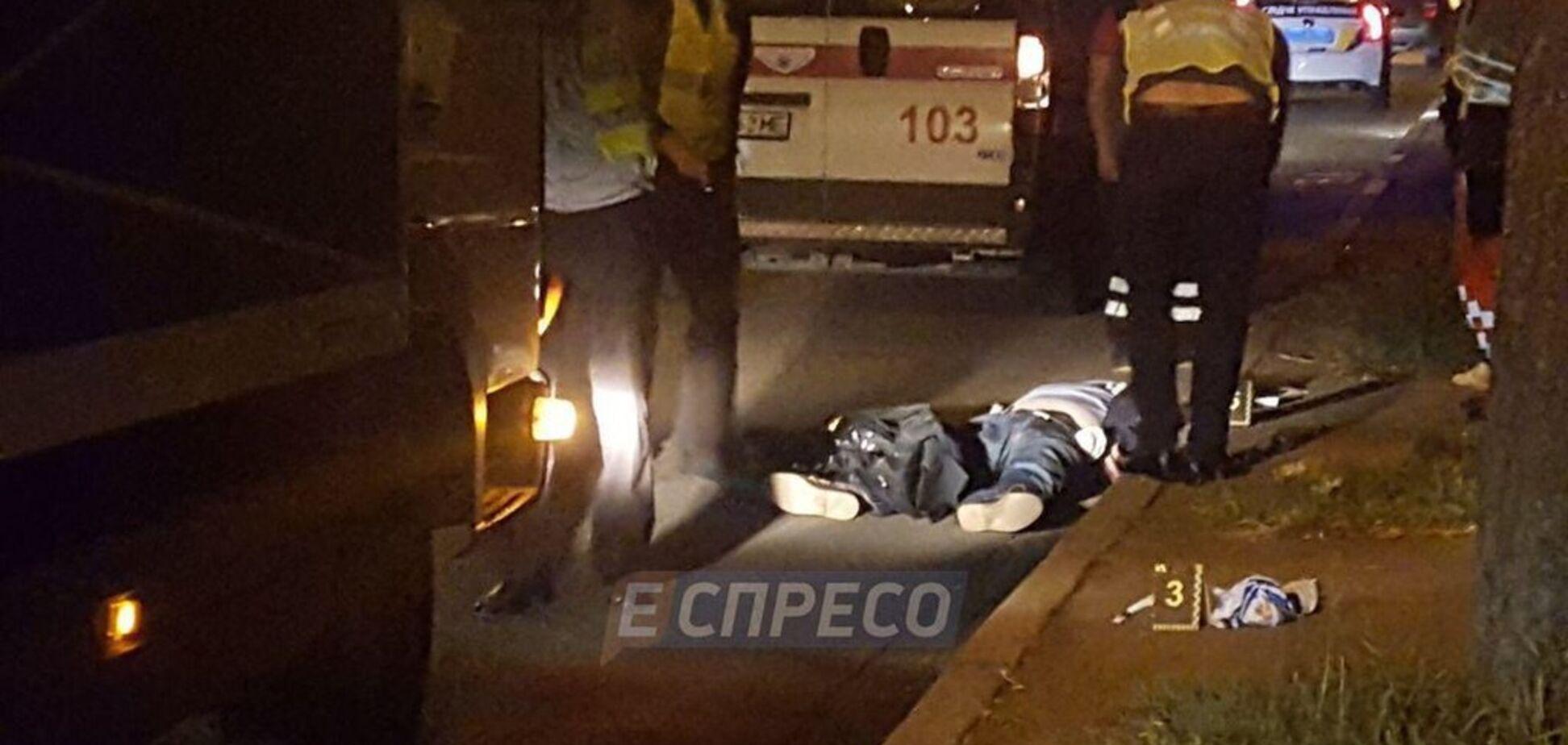 В Киеве пешеход-нарушитель погиб под колесами Mercedes: фото и видео с места ЧП