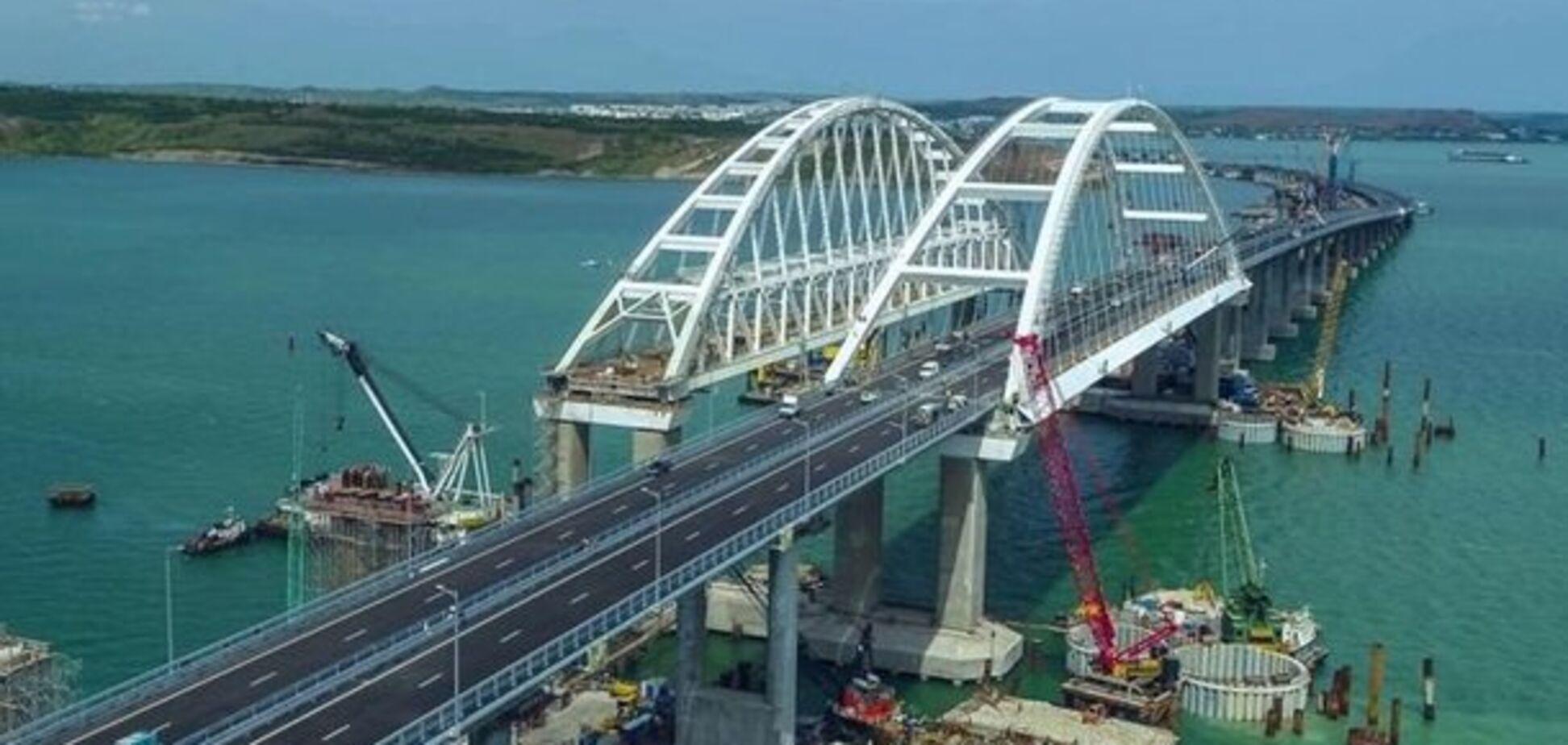Керченский мост, наверное, блокирует 'Правый Сектор'