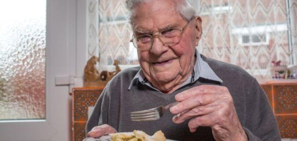 'Невероятно': 100-летний британец поделился неожиданным секретом долголетия