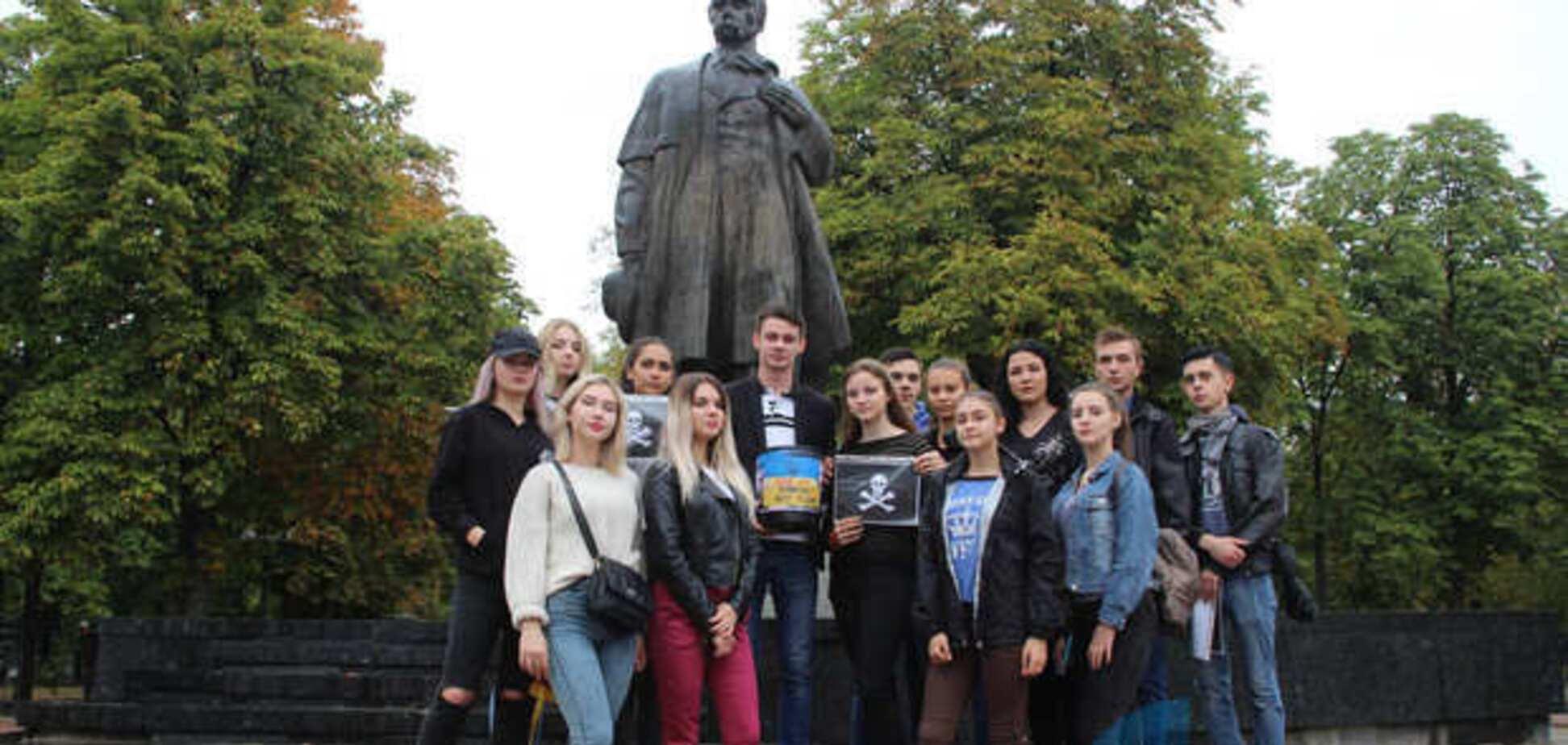 ''А потом поедут к хунте'': в сети высмеяли политическую акцию ''ЛНР'' против Украины