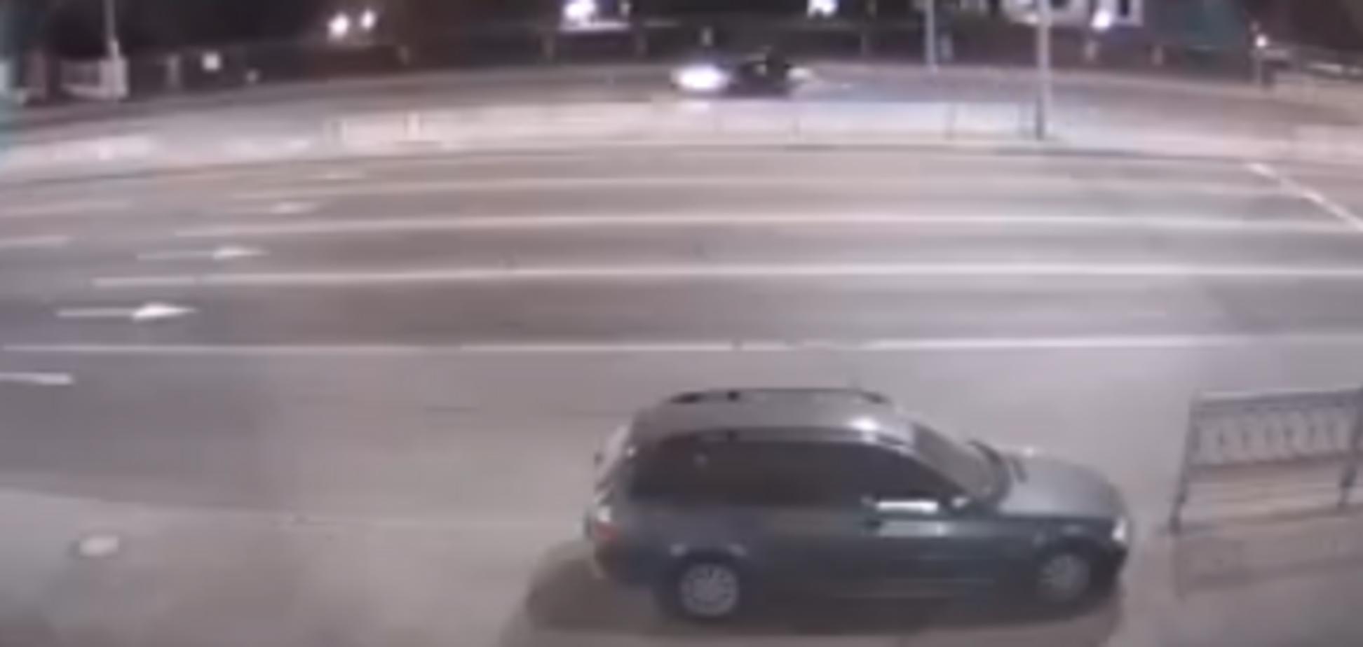 ''Шоу триває'': з'явилося відео нічних гонок мажора в центрі Києва