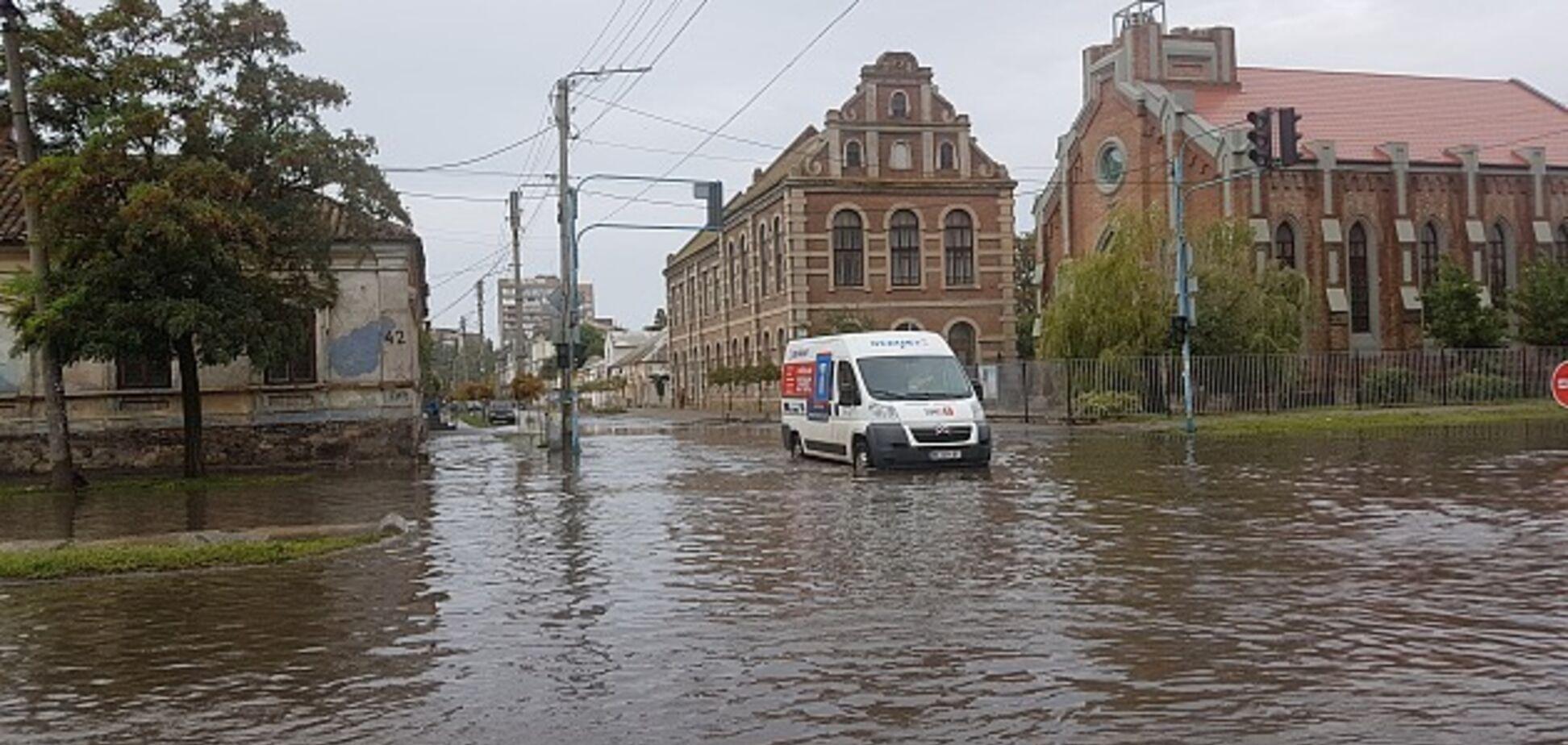 В Украине ушел под воду популярный курортный город: фото и видео ''армагеддона''