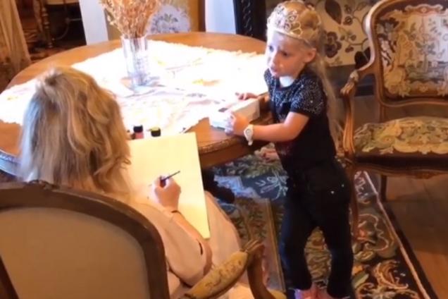 ''Мама, тебе нужны очки!'' Дочка Пугачевой поставила ее в неловкое положение