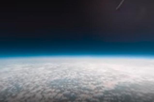 Неймовірні кадри: блогери відправили в космос камеру