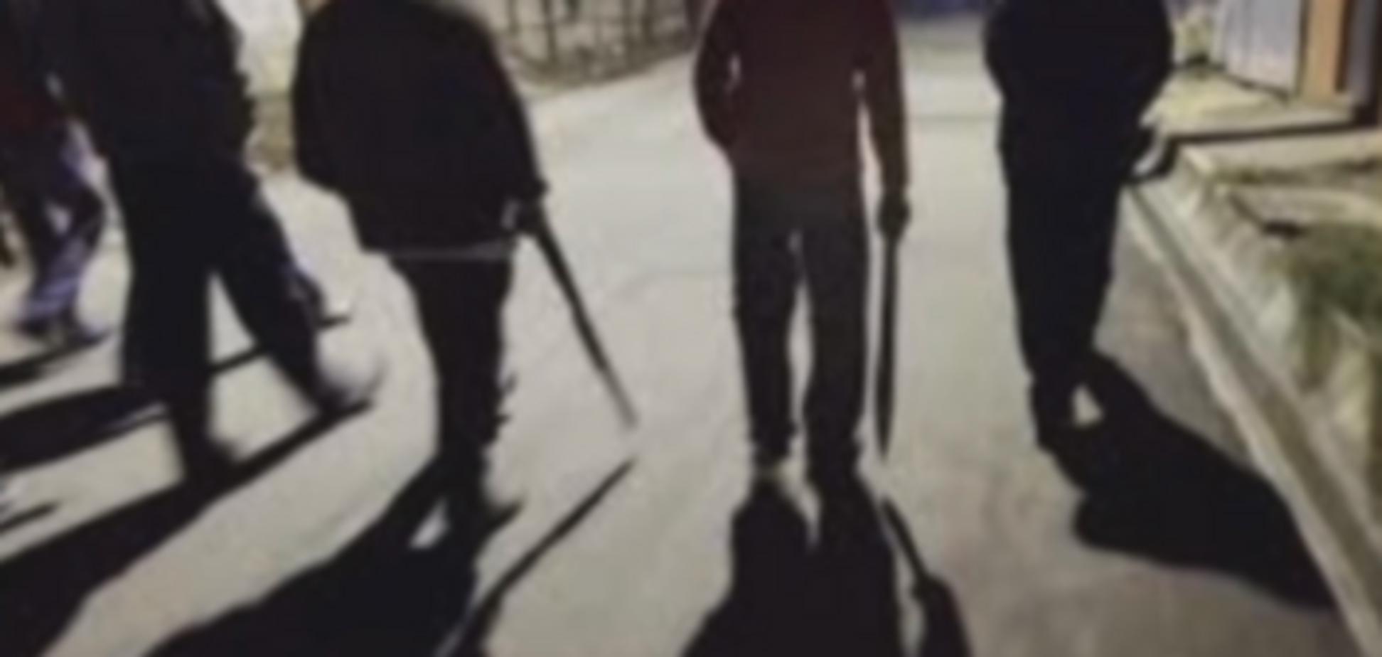 В балаклавах и с битами: на Харьковщине молодчики жестоко избили 6 человек