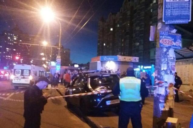 Таксист влетел в остановку в Киеве: новые подробности аварии