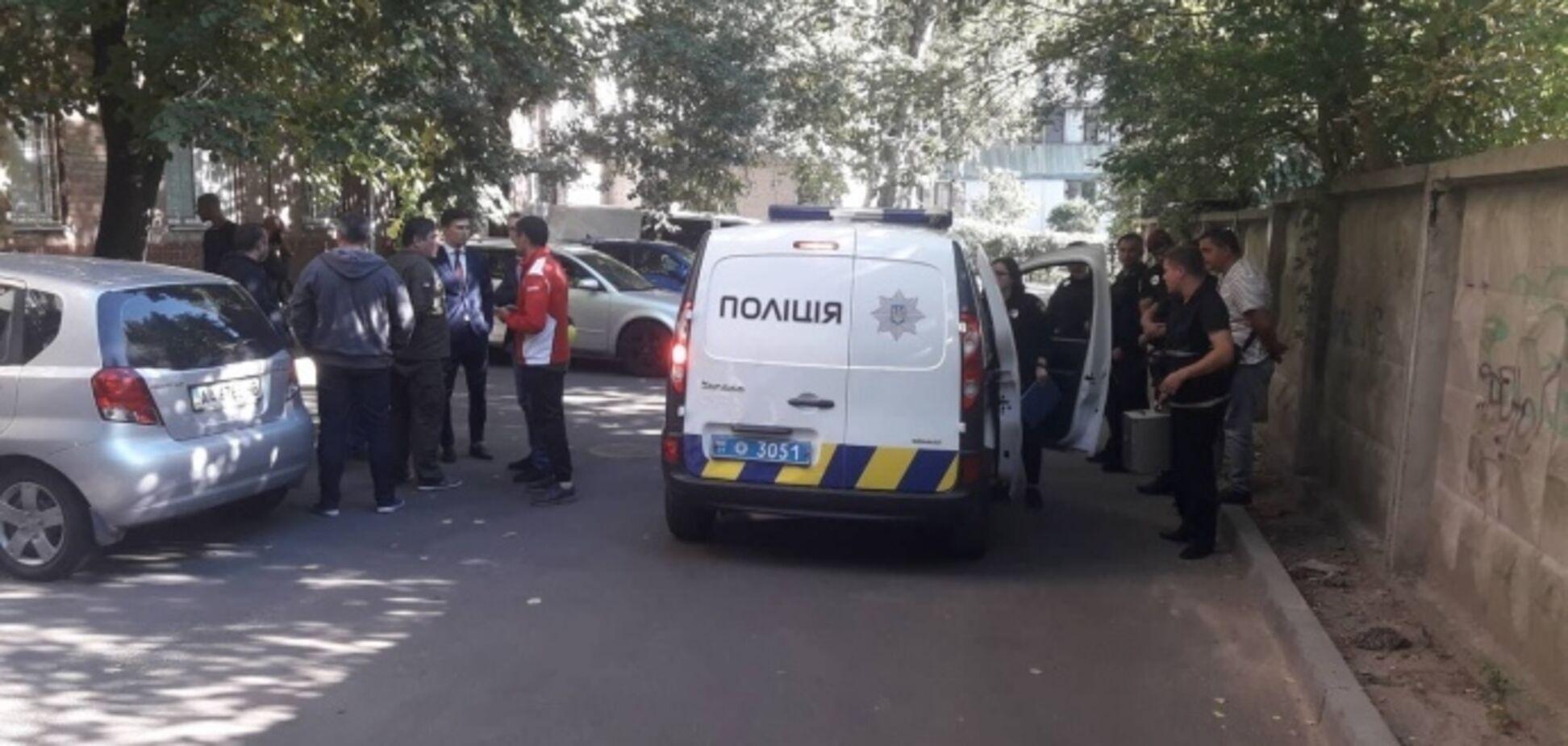 Портрет Гітлера і свастика: в Києві поліція знайшла офіс бунтівників з-під ГПУ