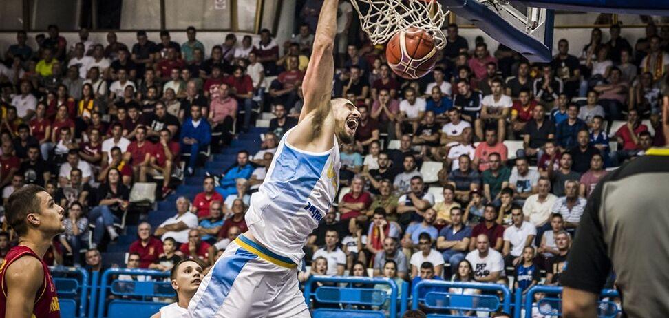Скандальне суддівство: українці програли Чорногорії у відборі КС із баскетболу