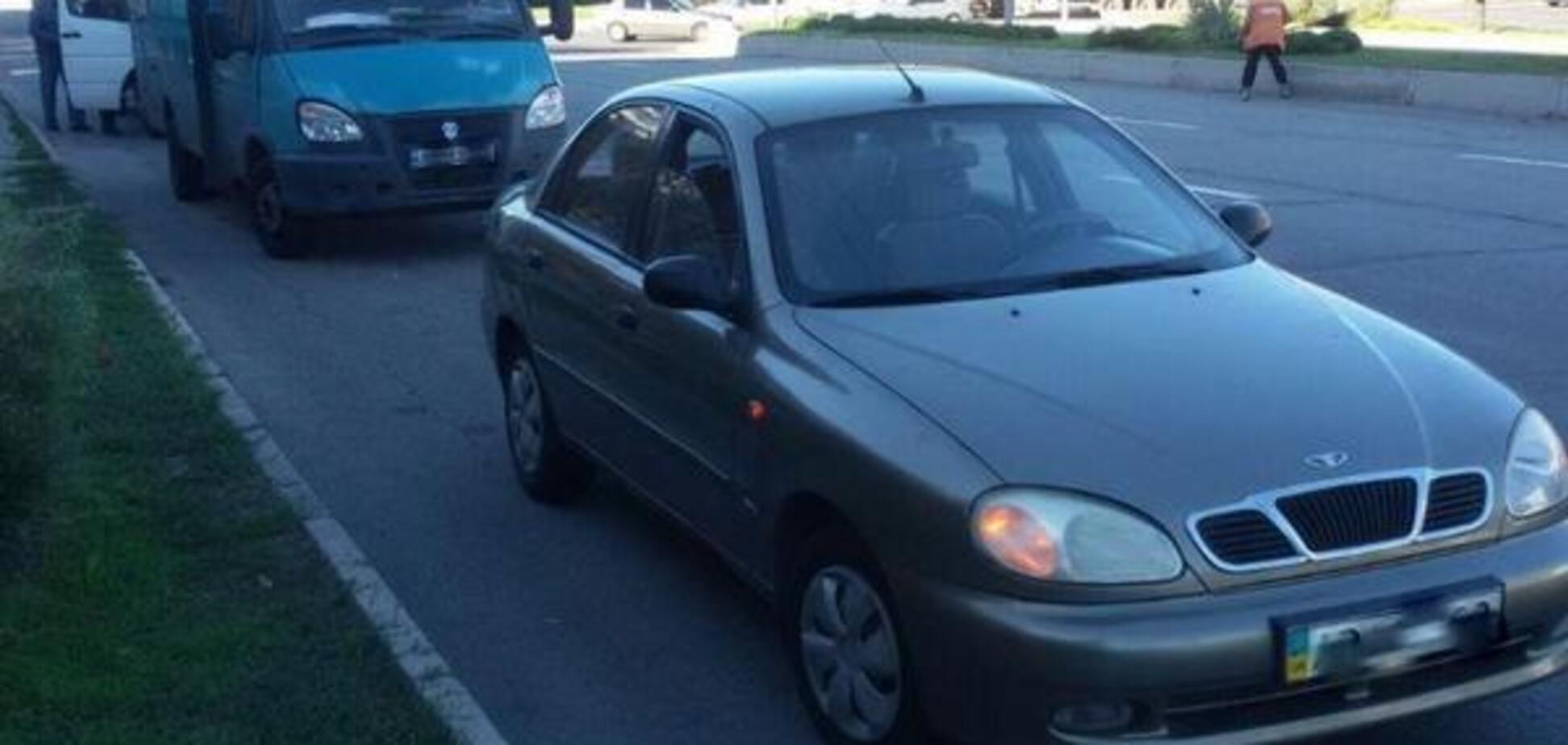 В центре Запорожья маршрутка врезалась в легковой автомобиль