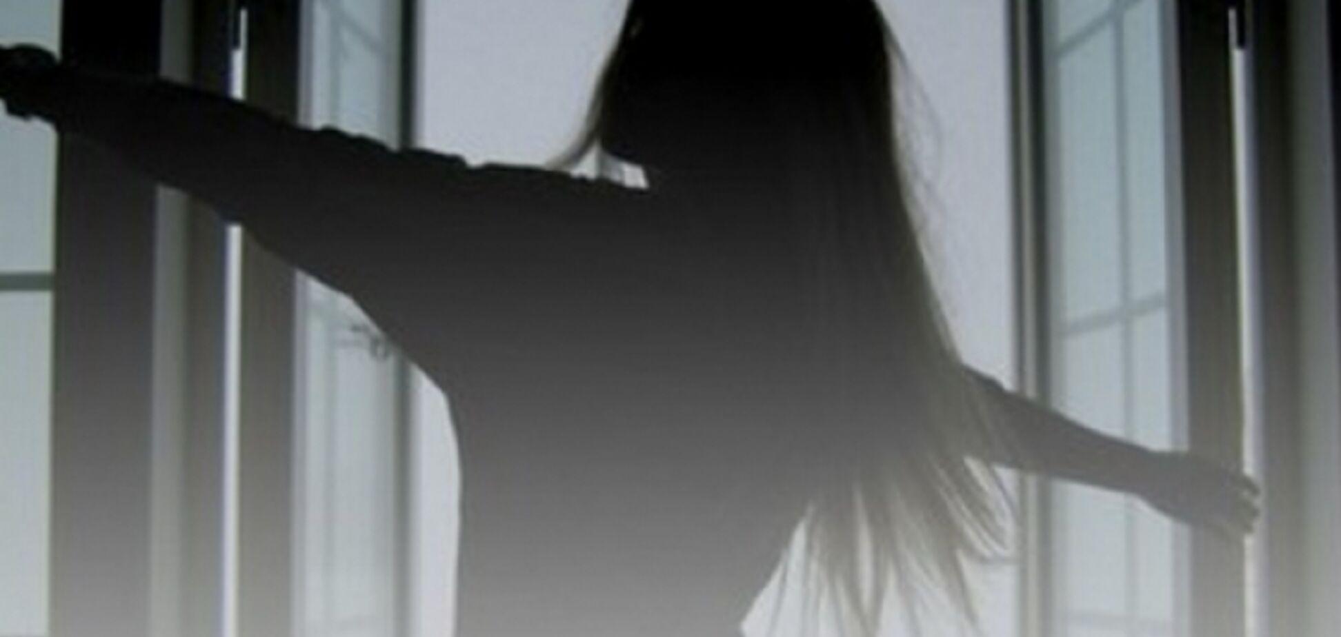 'Синий кит'? В Киеве девочка-подросток выбросилась из окна