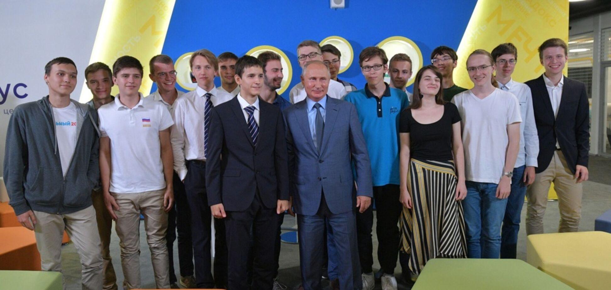 'Он не красавчик': российский ученик дерзко затроллил Путина при встрече