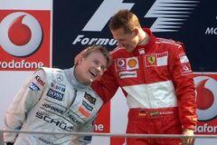 Династия: Шумахер вручил приз Райкконену за исторический рекорд Формулы-1