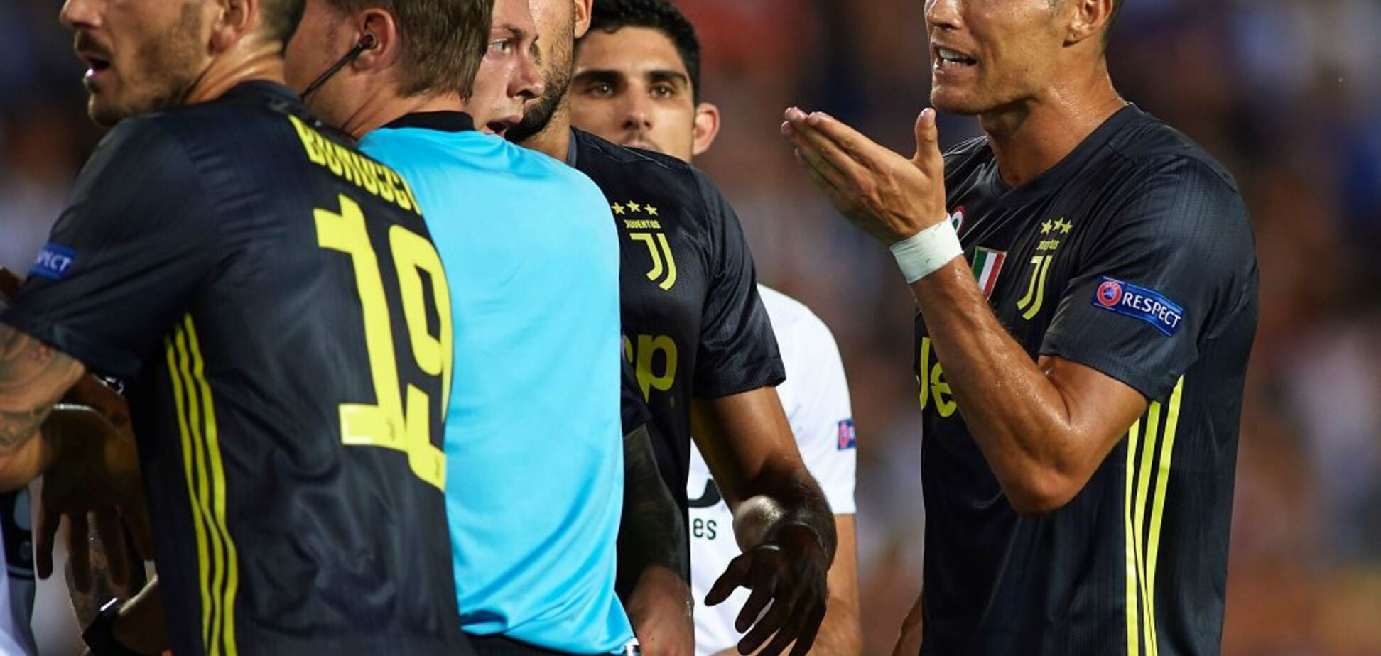 Появилась реакция Роналду на удаление в матче Лиги чемпионов