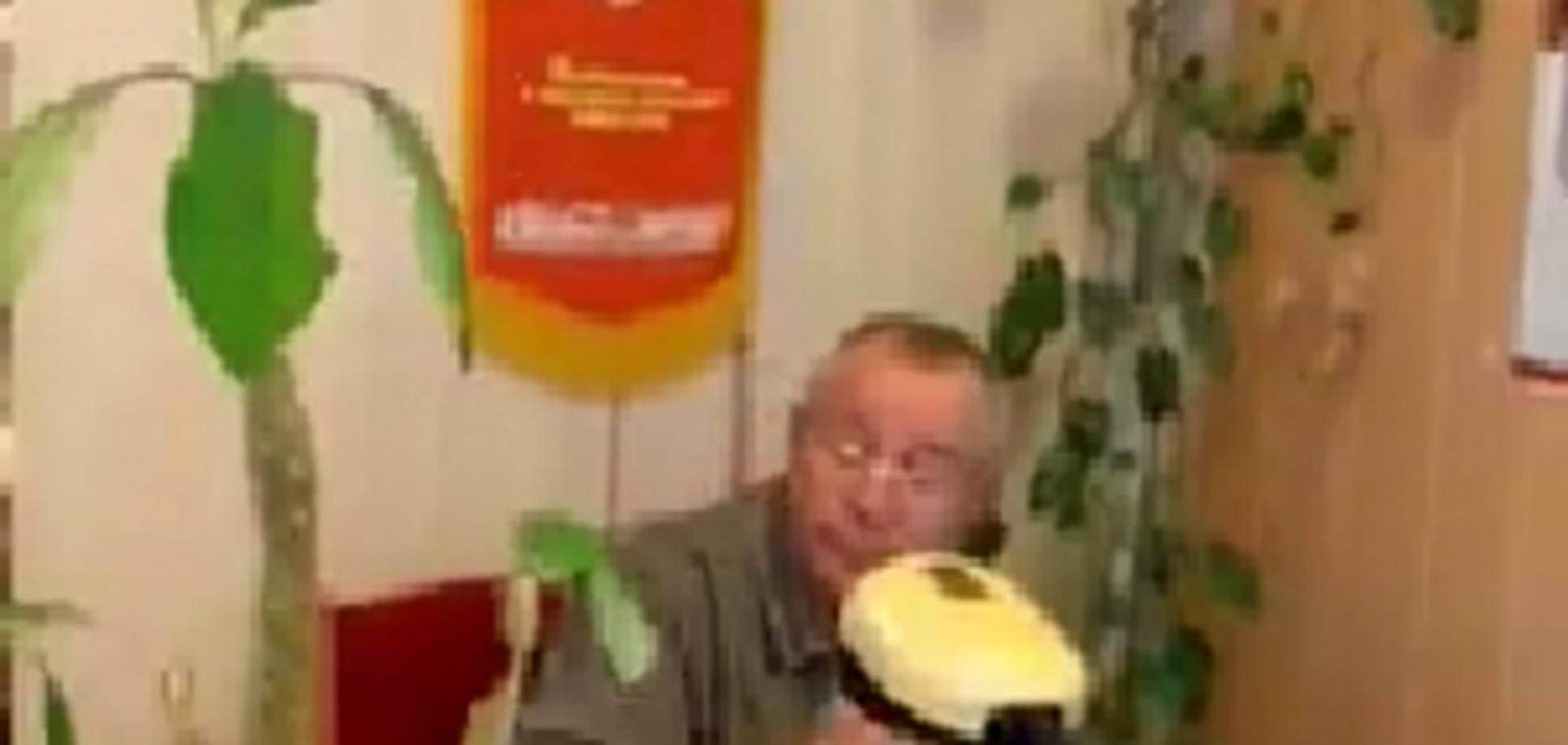 'Вызывай СБУ!' В украинском вузе разгорелся скандал из-за символики СССР. Видео
