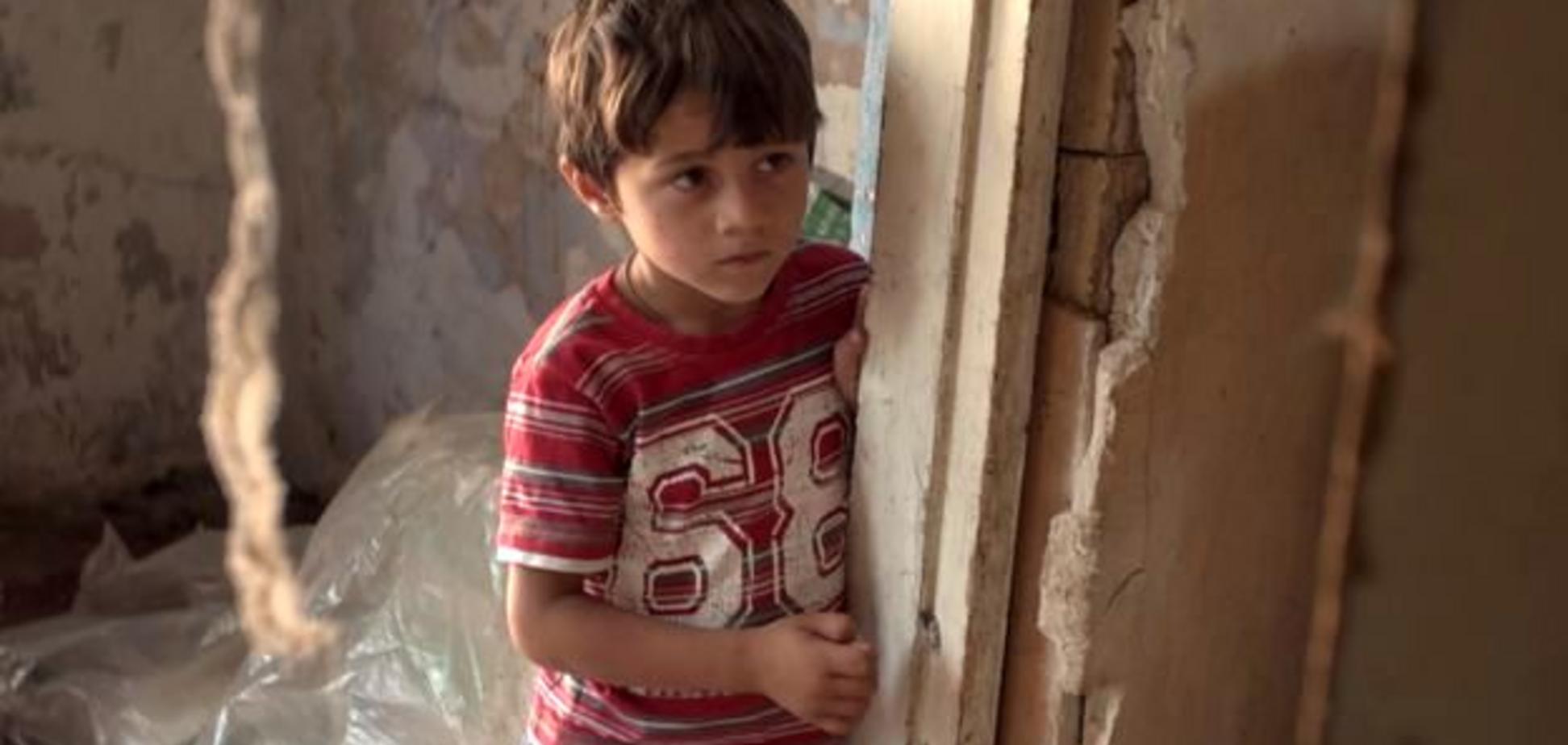 'На підлозі туалетний папір і 13 дітей': репортаж про жахливу бідність ромів в Україні